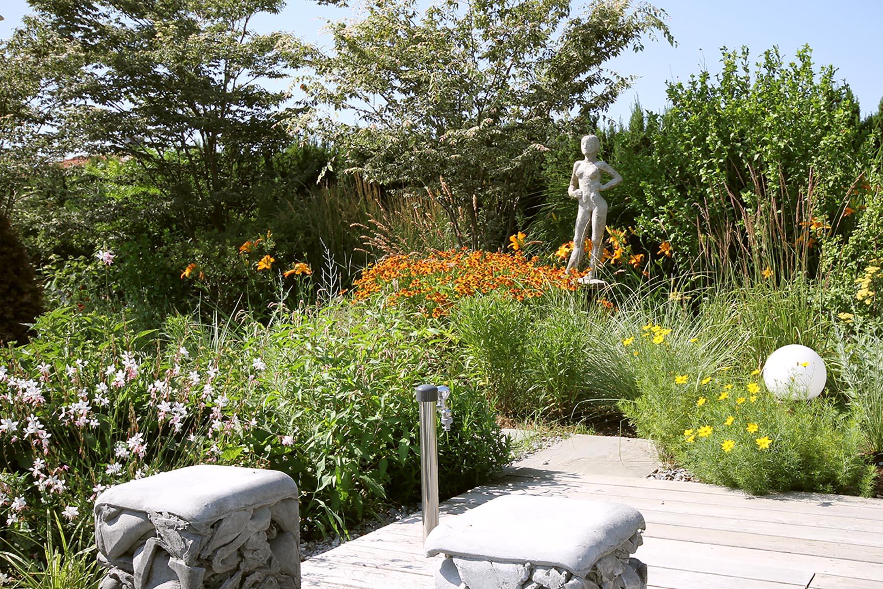 Gestaltung eines modernen Gartens in Niederoesterreich