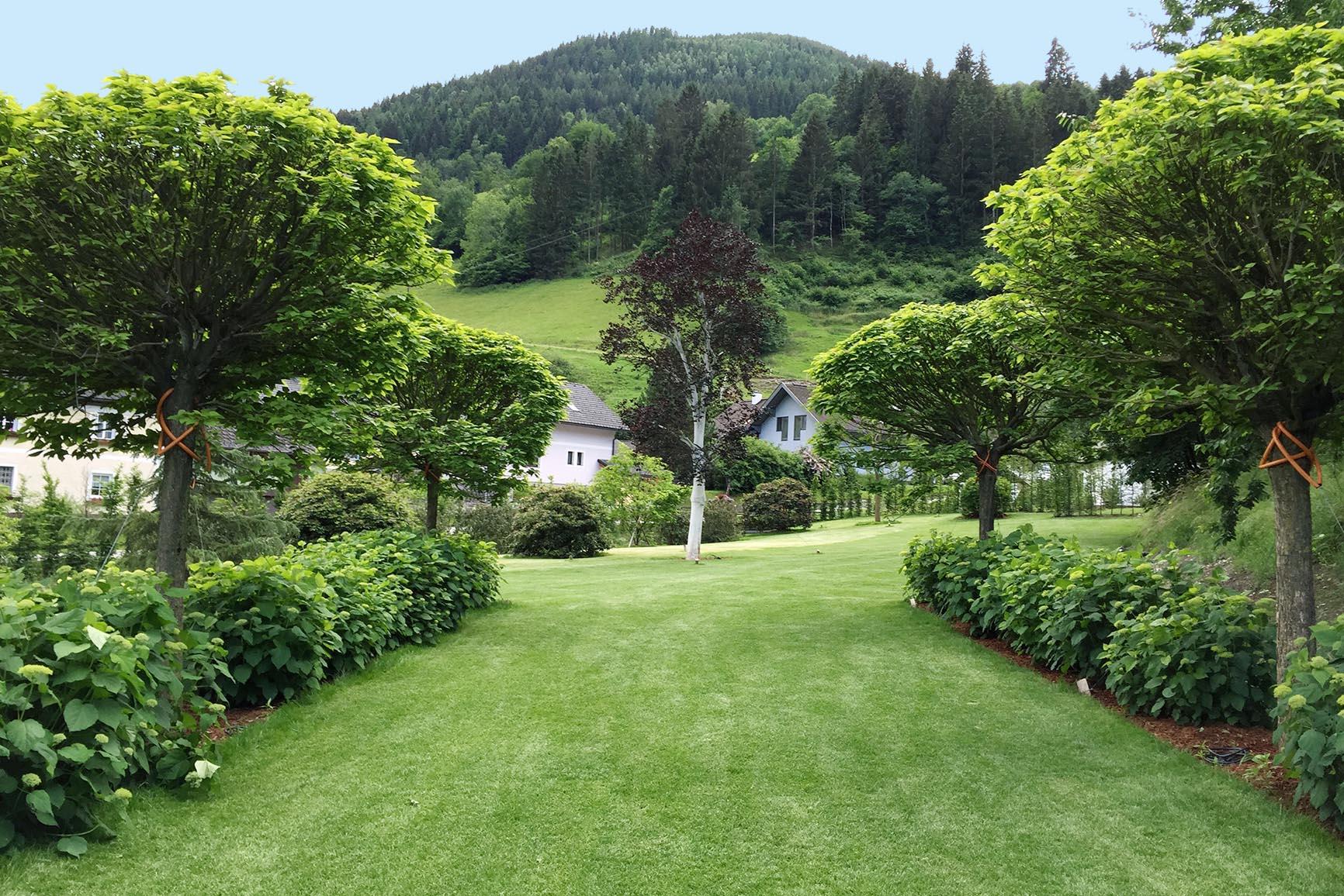 Großzügige Gartenplanung eines Garten in Niederösterreich